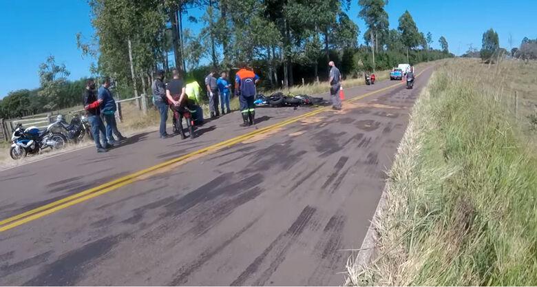 Colisão frontal entre motos mata duas pessoas perto de Itirapina - Crédito: reprodução/Digo Duke