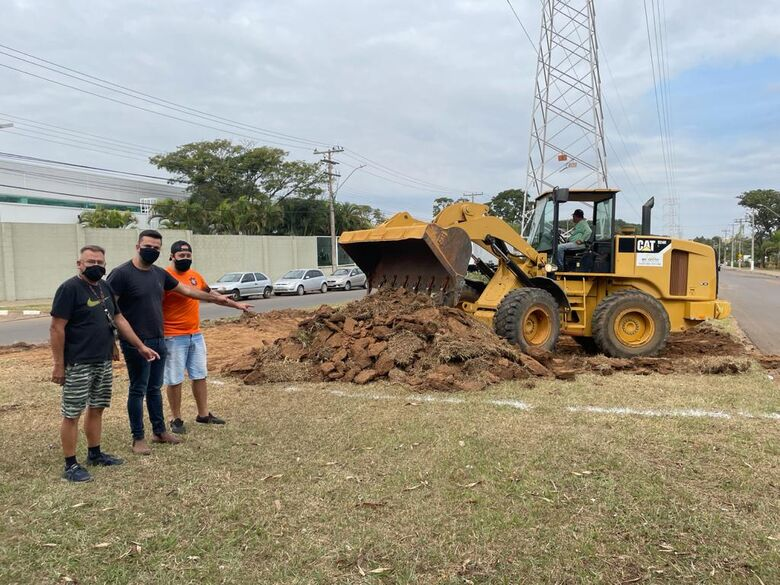 Rodson agradeceu as autoridades pela execução desse projeto tão importante para os moradores dos condomínios e também da região - Crédito: Divulgação
