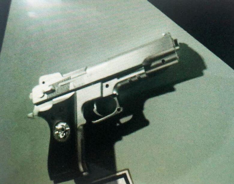 Suspeito é detido com réplica de arma de fogo - Crédito: divulgação
