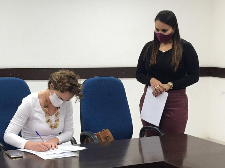"""Ato oficial, seguindo protocolos de segurança, aconteceu na """"Sala dos Prefeitos"""", no Paço Municipal - Crédito: Divulgação"""