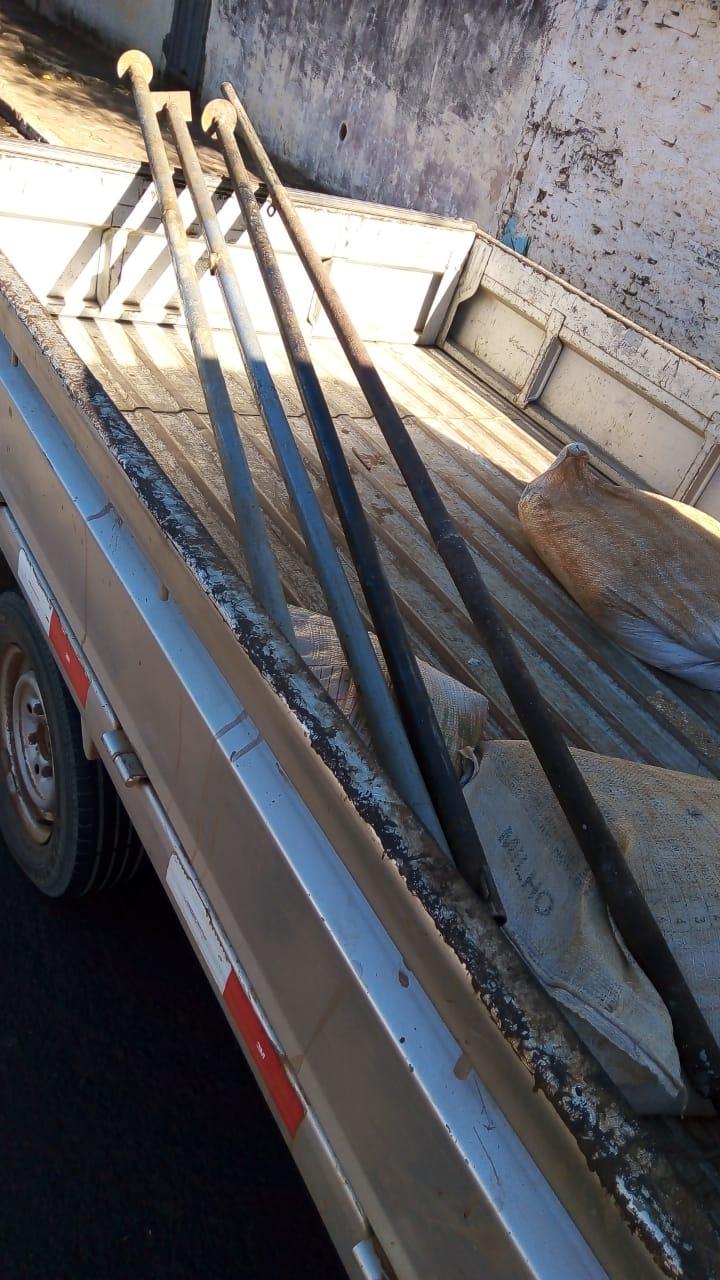 As barras de metal furtadas de obra em Ibaté - Crédito: Divulgação