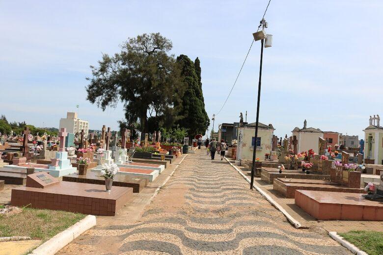 Em debate online, vereadores discutem situação dos cemitérios - Crédito: Divulgação