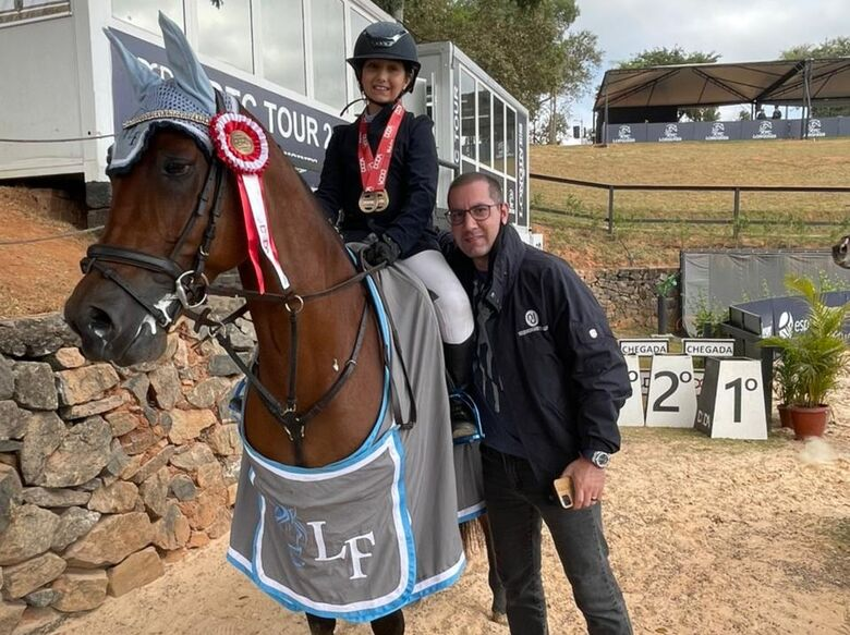 Luiza com o pai Guto Fauvel: são-carlense brilha na competição que é realizada em Itatiba - Crédito: Divulgação