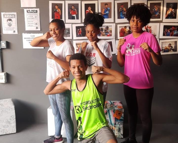 Pâmela, Ana Paula e Jéssica, além de Wesley: irmãos unidos pelo boxe em São Carlos - Crédito: Marcos Escrivani