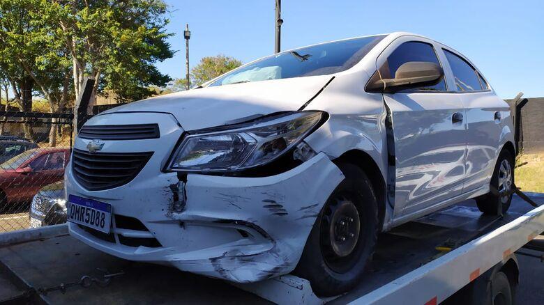 Ônix foi recolhido ao pátio municipal e polícia não descarta que carro pode ser sido usado em furto ocorrido em Ibaté - Crédito: Maycon Maximino