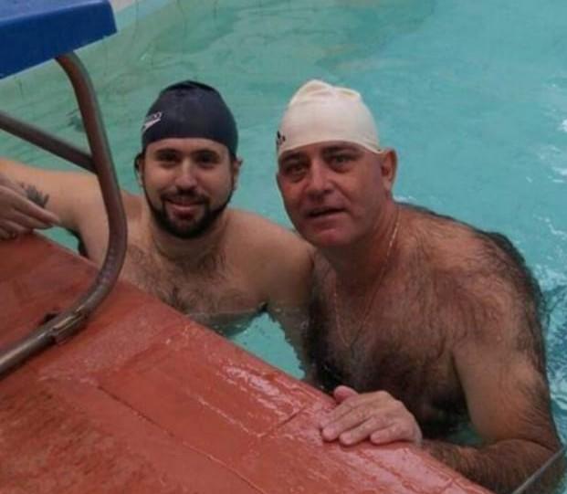 José Ronaldo e Mitcho: momento em que nadador dava suas primeiras braçadas e iniciava seu sonho de estar nas paralimpíadas - Crédito: Marcos Escrivani
