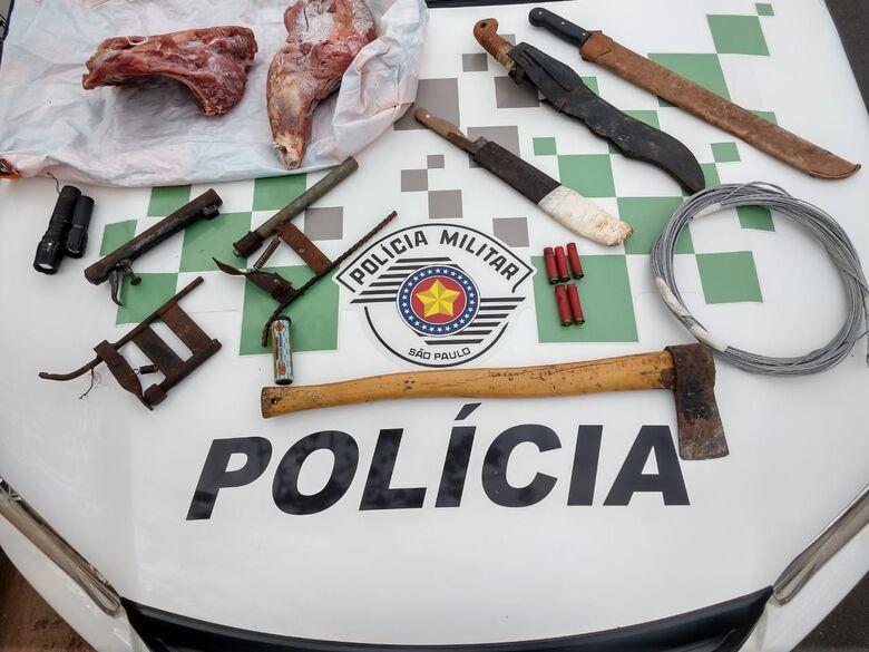 Além do material, a carne apreendida por policiais ambientais - Crédito: Divulgação