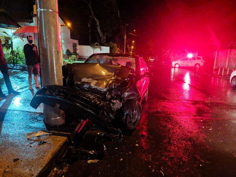Palio ficou com a frente destruída - Crédito: Maycon Maximino