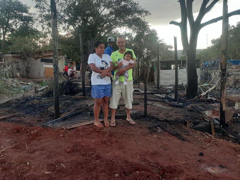 Família pede ajuda para reconstruir barraco - Crédito: Maycon Maximino