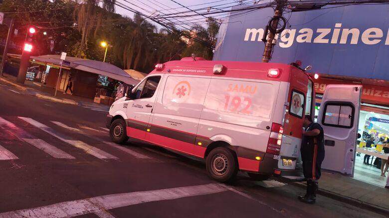 Motociclista fica ferida após sofrer queda na avenida São Carlos - Crédito: Maycon Maximino