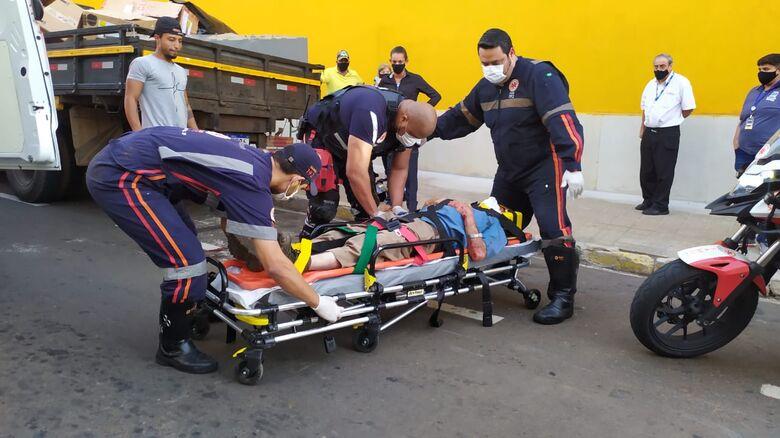 Idoso é atropelado por moto na rua Episcopal - Crédito: Maycon Maximino