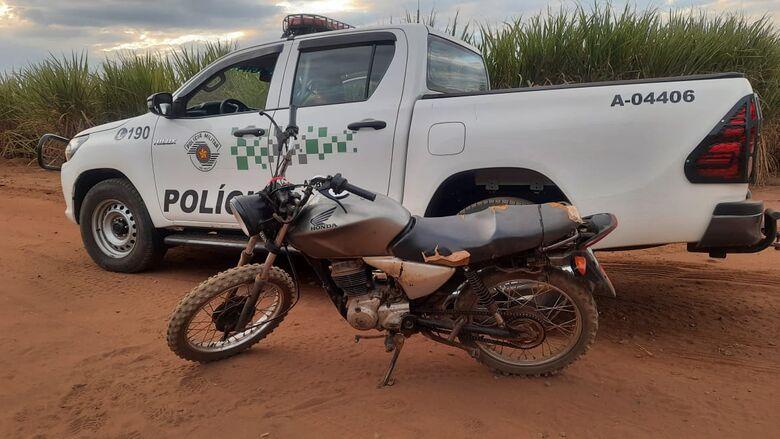 Ambiental flagra dupla com moto adulterada na área rural de Ibaté - Crédito: divulgação/PMAmb