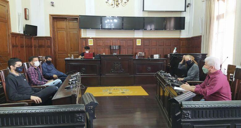 Vereadores da CPI da Saúde na sala das sessões da Câmara - Crédito: Divulgação