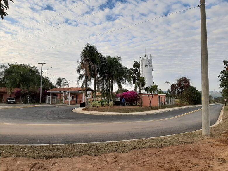 Prefeitura entrega obra da alça de acesso do loteamento Quinta dos Buritis - Crédito: divulgação