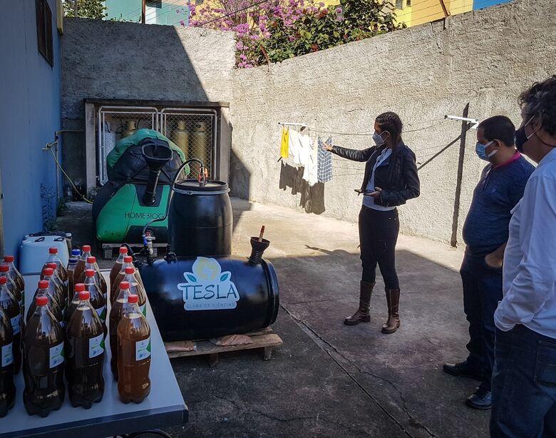 Roselei Françoso na Escola Sebastião de Oliveira Rocha, durante visita em que conheceu o projeto - Crédito: Divulgação