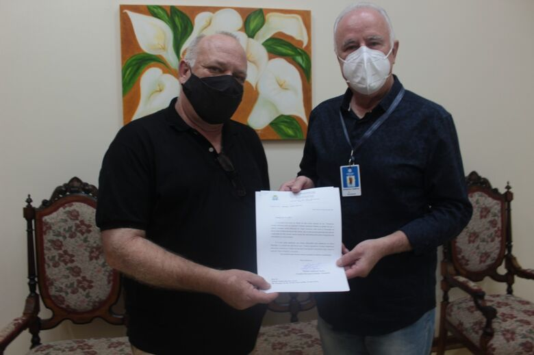O provedor da Santa Casa recebe ofício do presidente do Conselho Municipal de Saúde - Crédito: Divulgação