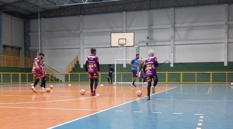 Perspectiva do retorno às atividades presenciais próximas, profissionais do São Carlos Futsal intensificam os trabalhos - Crédito: Marcos Escrivani