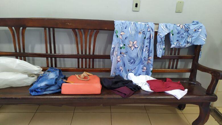 Parte dos produtos furtados pela ladra no centro na tarde desta segunda - Crédito: Maycon Maximino