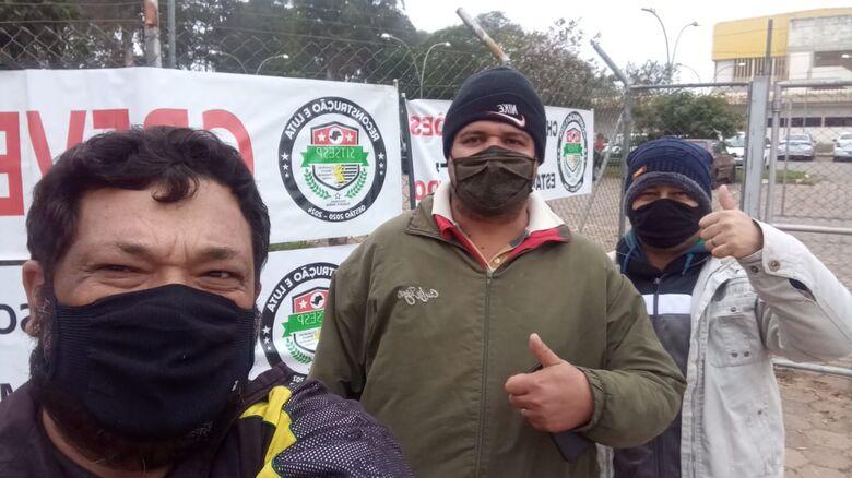 Em frente a unidade são-carlense da Fundação Casa aconteceu piquete no início da manhã - Crédito: Divulgação