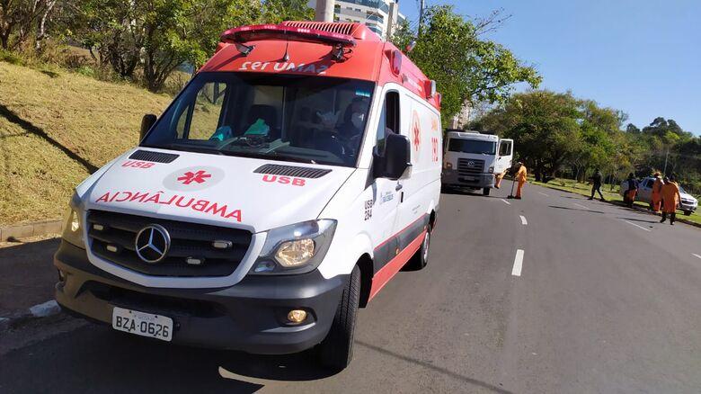 Segundo motociclista, caminhão estaria estacionado próximo a uma curva e não havia sinalização - Crédito: Maycon Maximino