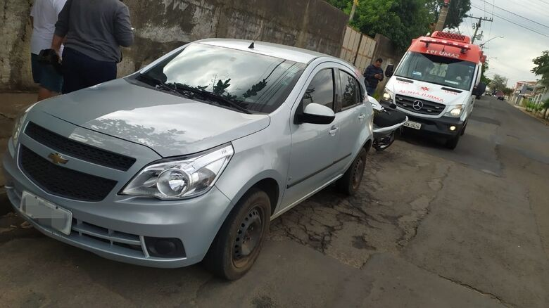 Ciclista foi atingido pelo veículo e encaminhado à Santa Casa pelo Samu - Crédito: Maycon Maximino