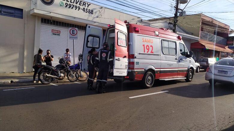 Motoboy ficou ferido após acidente de trânsito - Crédito: Maycon Maximino