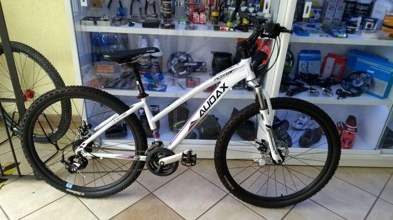 Bike foi furtada da garagem de um estacionamento de um prédio no centro - Crédito: Divulgação