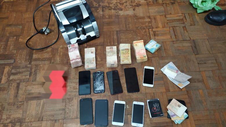 Dinheiro e material apreendido durante a operação - Crédito: Maycon Maximino