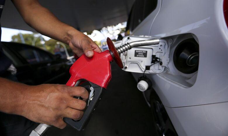Preços da gasolina, diesel e gás aumentam hoje nas refinarias - Crédito: © Marcelo Camargo/Agência Brasil