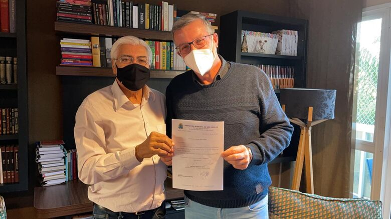 Nino Mengatti agradeceu a Azuaite que além de vereador, também é educador - Crédito: Divulgação