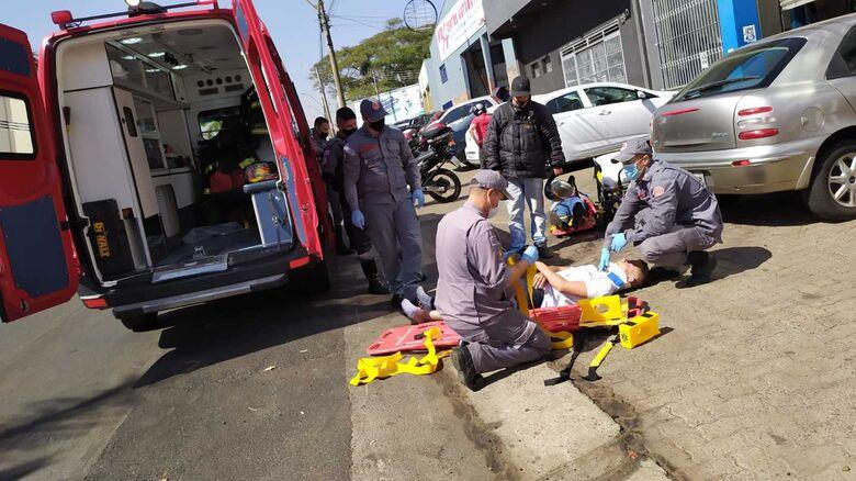 Jovens durante o atendimento feito pelos Bombeiros - Crédito: Maycon Maximino
