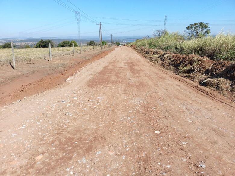 Foram realizados os serviços de limpeza, capina e poda da vegetação - Crédito: Divulgação