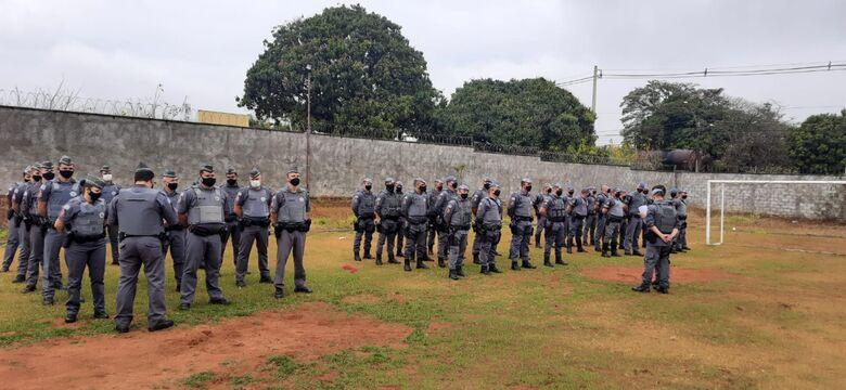 Policiais recebem orientações antes do início da operação - Crédito: Divulgação