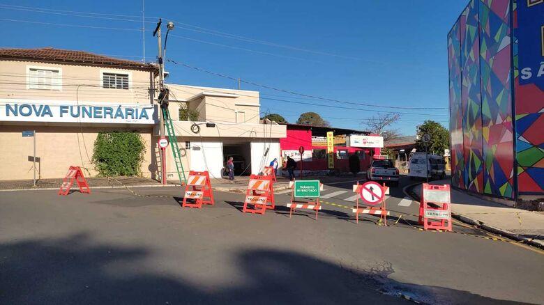 Rua Roberto Simonsen está momentaneamente interditada - Crédito: Maycon Maximino