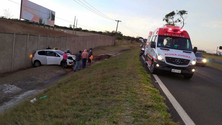 Motorista de aplicativo perde o controle e bate no muro da Mapfre - Crédito: Maycon Maximino