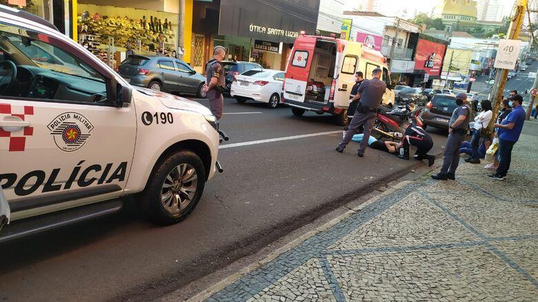 Motociclista de 25 anos fica ferida em acidente na avenida São Carlos - Crédito: Maycon Maximino