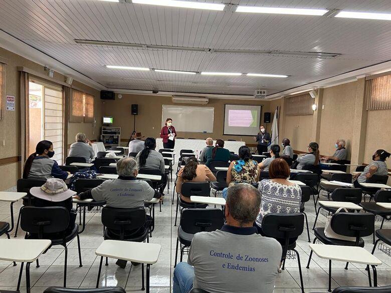 Unidade de Controle de zoonoses ministra palestra para agentes de combates às endemias - Crédito: divulgação