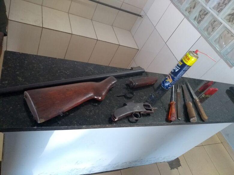 O armamento foi apreendido pelos PMs - Crédito: Divulgação