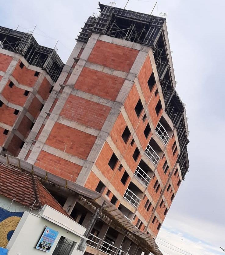 Obras de prédio foram paralisadas por determinação da Justiça - Crédito: divulgação