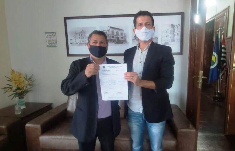 Malabim e Elton Carvalho destacaram que o deputado federal Celso Russomanno tem se empenhado muito em ajudar São Carlos - Crédito: Divulgação