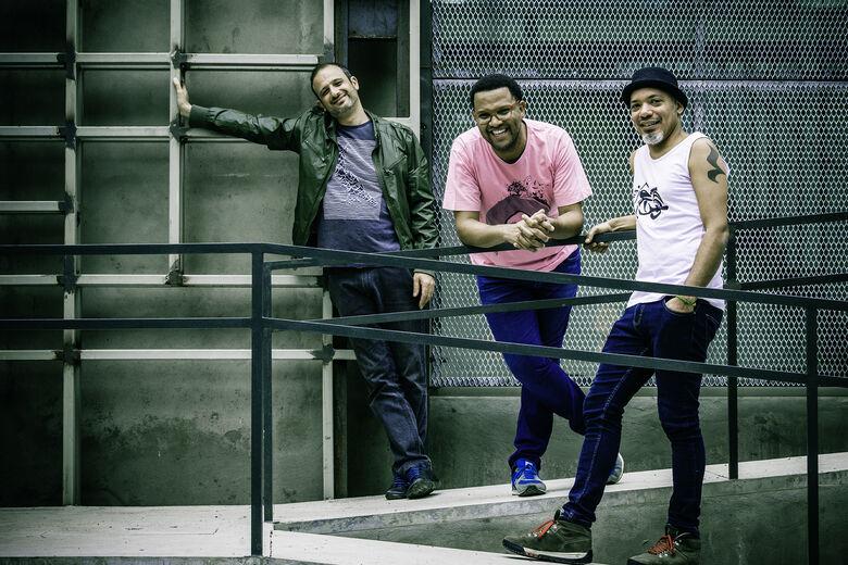 Criado em 2002, o Mani Padme Trio, traz influências das culturas do Brasil e de Cuba - Crédito: Maria Birba