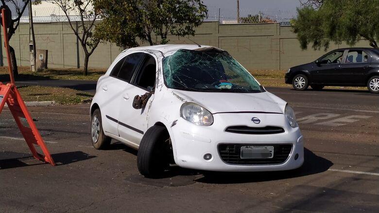 Carro teve vários danos materiais - Crédito: Maycon Maximino