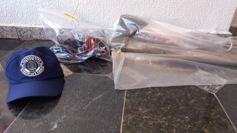 Os fios que já haviam sido furtados pelo ladrão - Crédito: Divulgação