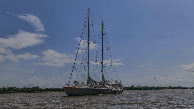 Veleiro em sua chegada ao Brasil, na pluma do Amazonas - Crédito: Julie Nedelec Andrade - Fund. Tara Ocean