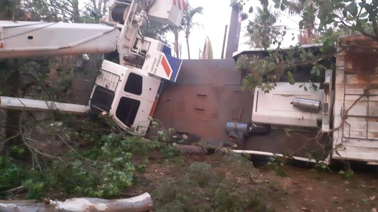 Acidente mata bombeiro em cidade da região; companheiro fica gravemente ferido - Crédito: SCA