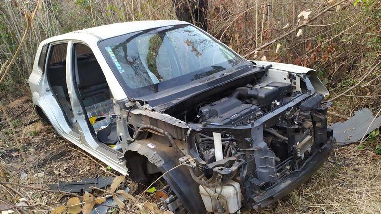 ROCAM descobre cemitério de carros roubados e furtados na região do Antenor Garcia - Crédito: Maycon Maximino