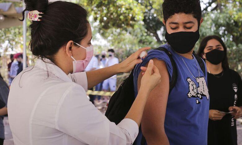Imunização contra a Covid-19 terá plantão noturno em Ibaté - Crédito: Breno Esaki/Agência Saúde