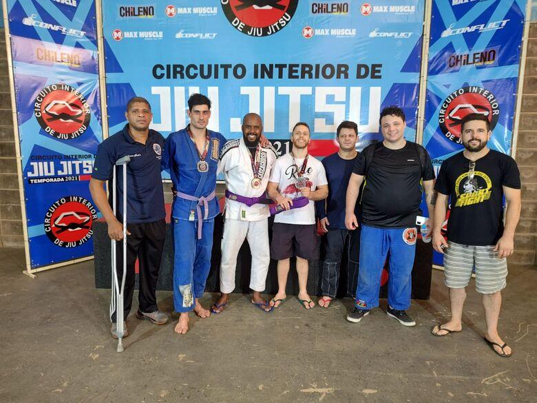 Equipe são-carlense brilhou no Circuito Interior de Jiu-Jitsu - Crédito: Divulgação