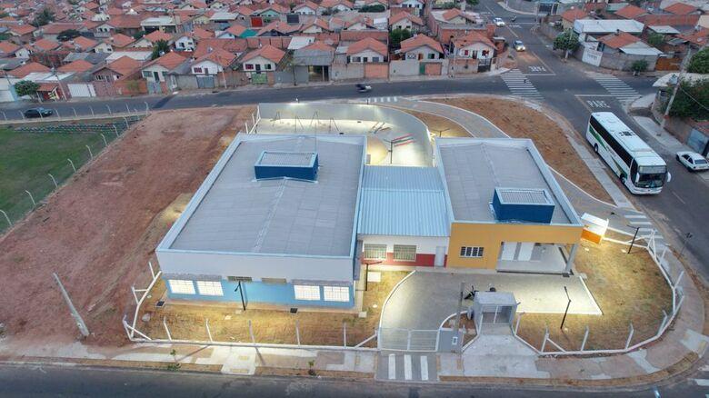 Pacaembu construtora entrega chaves de escola à prefeitura de São Carlos - Crédito: divulgação