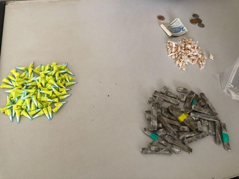 Jovem é flagrado com drogas no Jardim Cruzado em Ibaté - Crédito: divulgação/PM